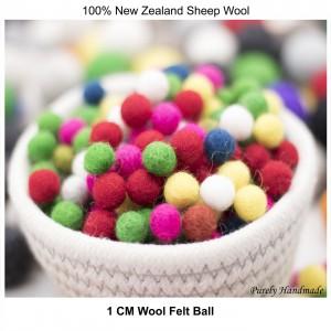 1 cm felt ball