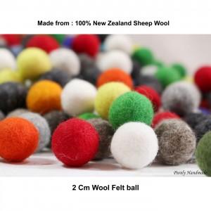 2 cm felt ball
