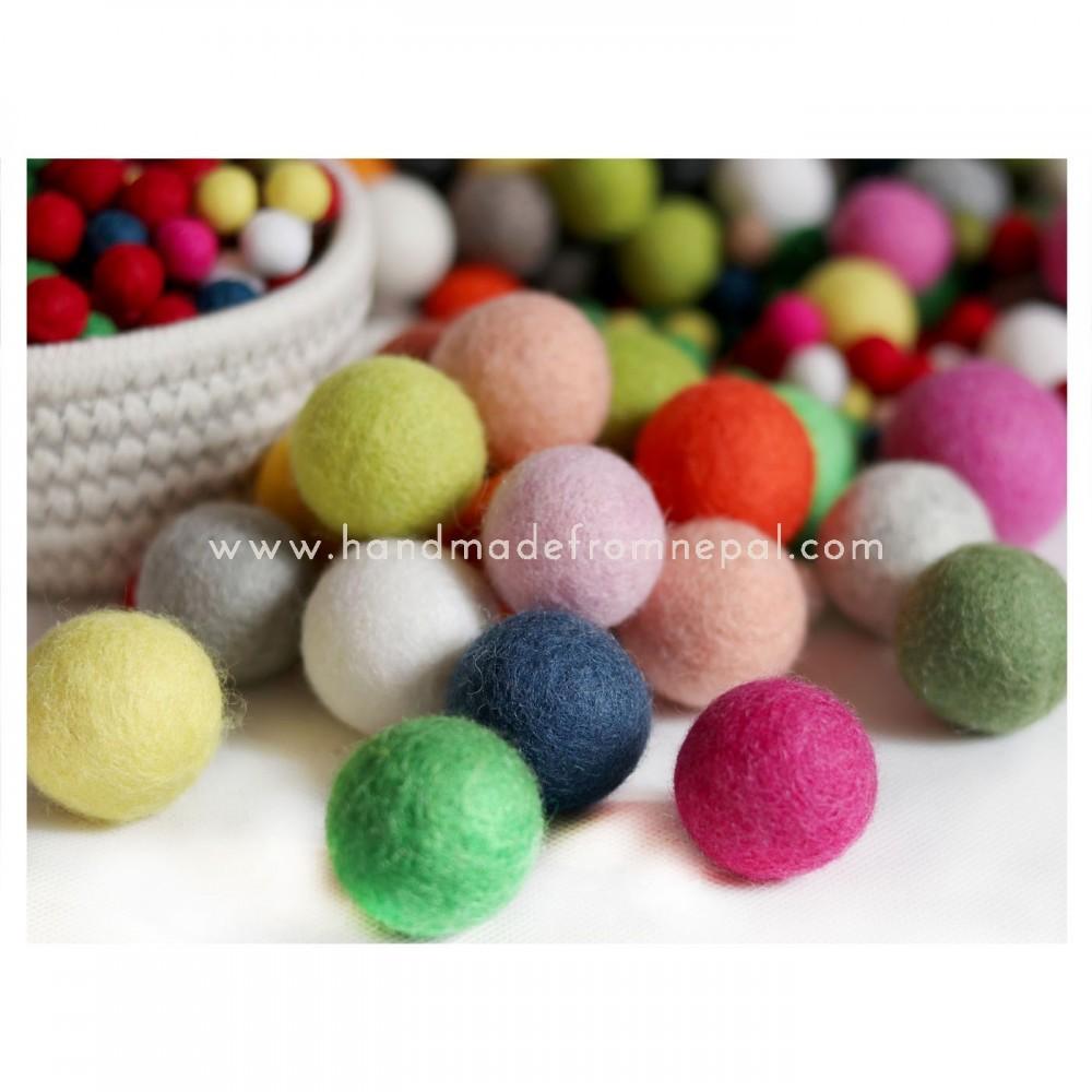 3 cm felt ball