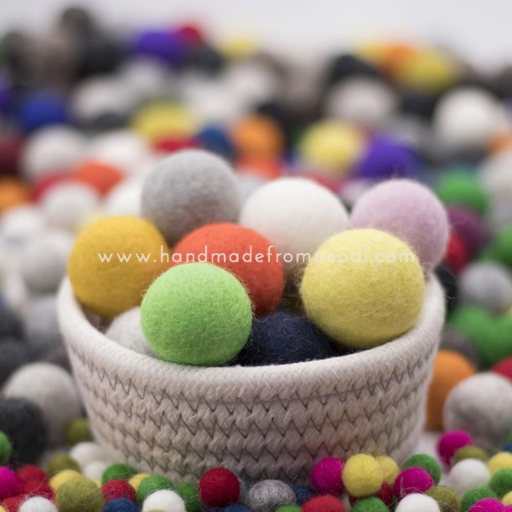 4 cm felt ball